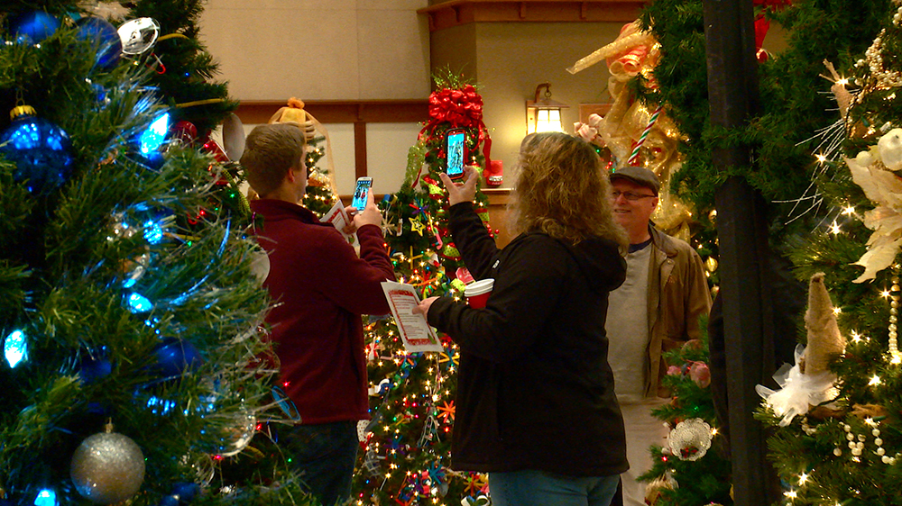 proceeds benefit - When Does Gatlinburg Decorate For Christmas